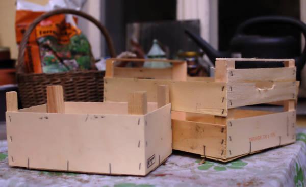 Les caixes, abans de desmuntar-les.
